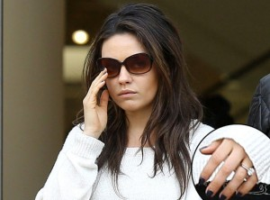 rs_560x415-140227221658-1024.Mila-Kunis-engaged-the-grove-022714