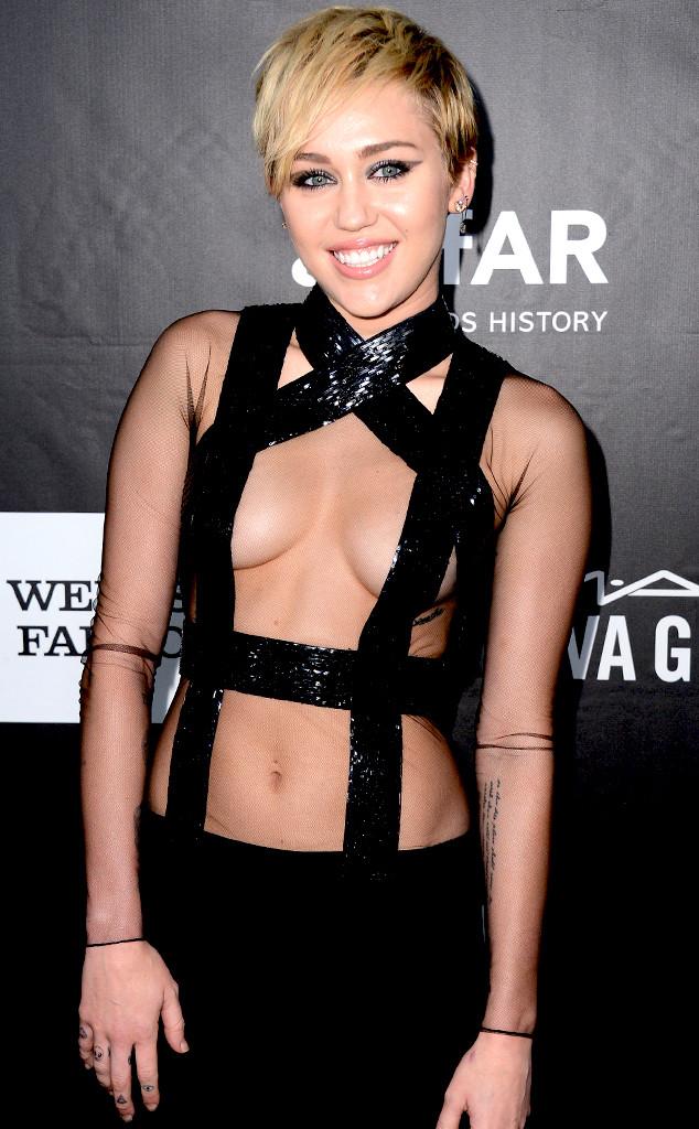 Miley cyrus mama pecho atractivo