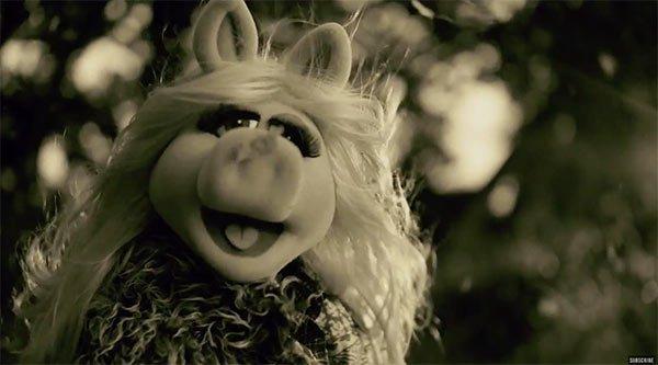 "La cerdita Peggy recrea el nuevo video de Adele ""Hello""… ¡Se"