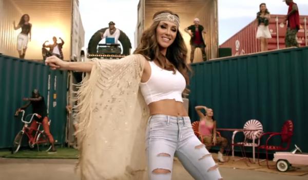 """2c4d586ccb13b Anahí estrena videoclip de """"Boom Cha"""" ft. Zuzuka Poderosa – Laura G"""