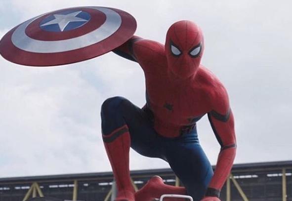 El nuevo Spider-Man se toma selfi desde las alturas