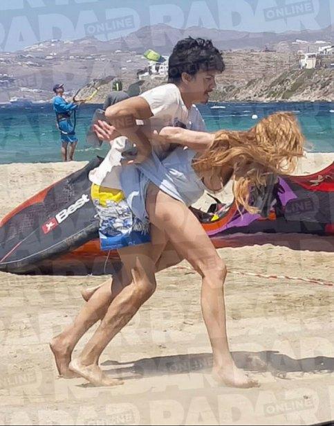 Lindsay lohan medio desnuda