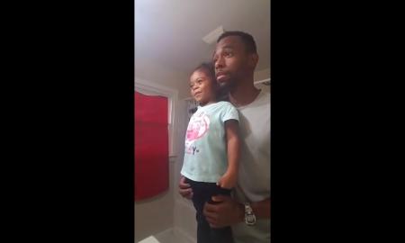 enseña a su hija a amarse