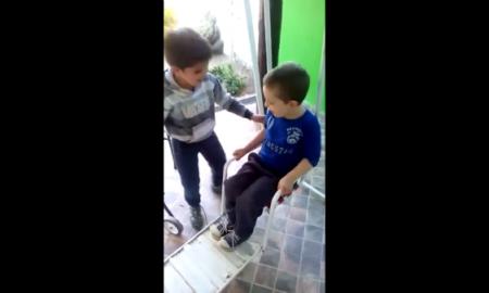 amistad entre estos dos niños