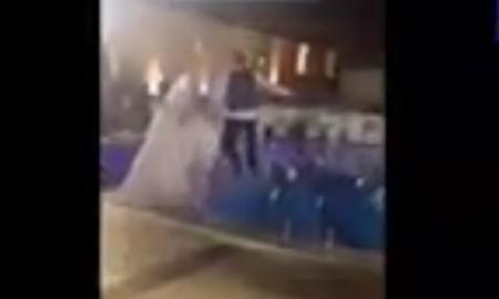 Recién casados se lanzan a una alberca
