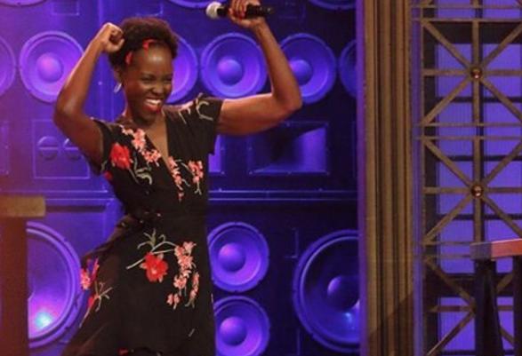 Lupita Nyong'o baila sexy al ritmo de Enrique Iglesias