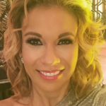 Ingrid Coronado sufre aparatosa caída durante un programa en vivo y se vuelve viral