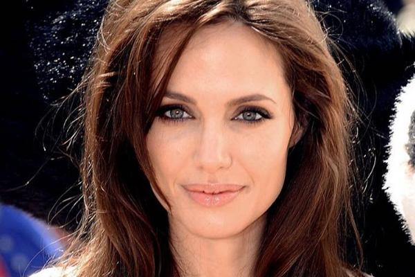50 cirugías para parecerse a Angelina Jolie