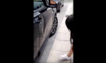 reparar su automóvil con ayuda de un juguete sexual