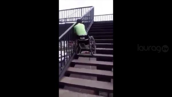 Joven en silla de ruedas