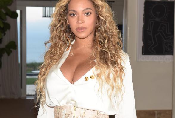 Beyoncé sexy top