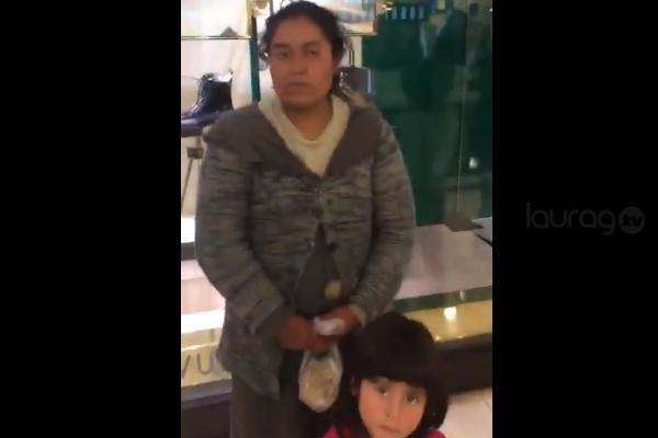 Personal de seguridad de tienda departamental corre a familia por lucir