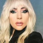 Lady Gaga sorprende a sus fans con un mini-bikini de infarto