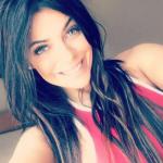 La candente fotografía de Suzy Cortez, usando solamente una tanga deja muy poco a la imaginación