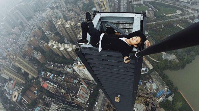 Muere acróbata de rascacielos