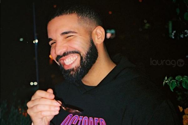El cantante Drake paga las compras de todos en supermercado