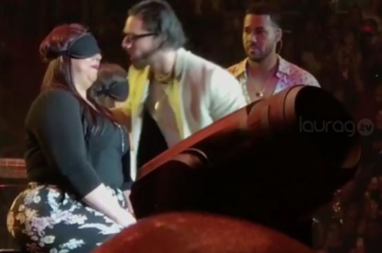 ¡Maluma y Romeo Santos sorprenden a fans en pleno concierto!