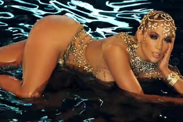 """b316a14c4ea2 Jennifer Lopez sorprende con diminutos vestuarios para el videoclip del  sencillo """"El Anillo"""""""
