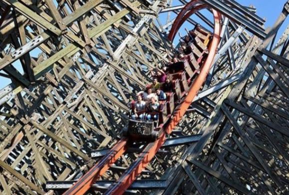 Se detiene montaña rusa en Six Flags y cierran todo el parque