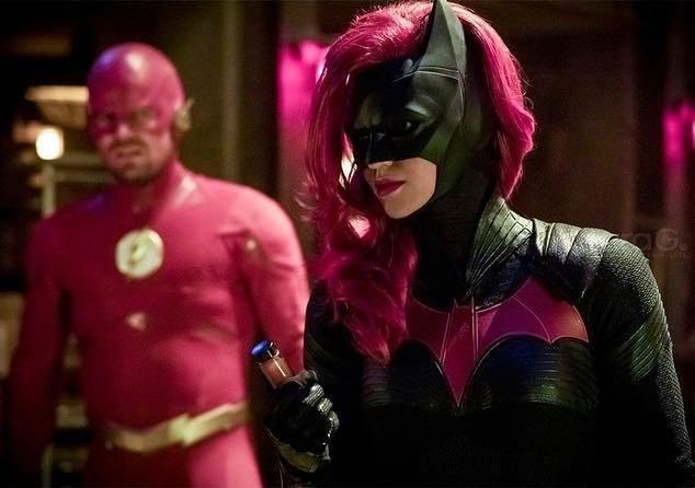 Batwoman: Se revela el primer teaser y arte oficial de la serie