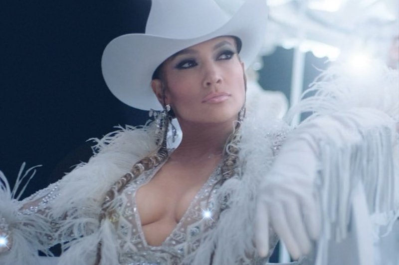 Jennifer Lopez debuta como 'youtuber' con making of de su último videoclip