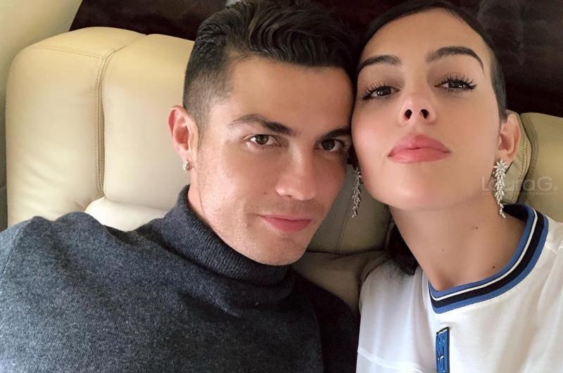 Cristiano Ronaldo Comparte Sexy Fotografía En Un Jacuzzi Junto A