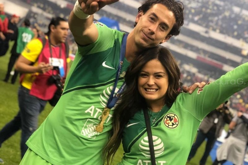 Jacqueline Bracamontes anuncia que su familia crecerá
